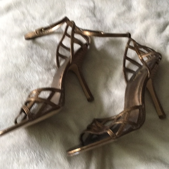 Wild Pair Shoes - Wild Pair (Bakers Shoes) Gold High Heels. Size 10